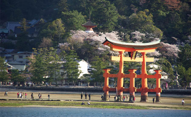 Puerta Torii en Hiroshima
