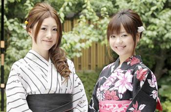 mujeres jóvenes con yukata 2